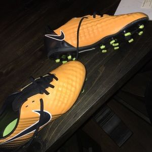 NIKE SOCCER CLEATS SIZE 5.5Y‼️